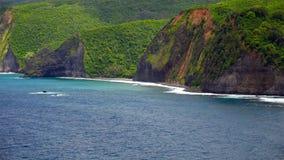 Wellen des Pazifischen Ozeans rollen in die Kona-Küste auf der großen Insel O Stockfotografie
