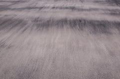 Wellen des Sandes auf einem Strand, der die weichen und empfindlichen Beschaffenheiten schafft lizenzfreie stockbilder