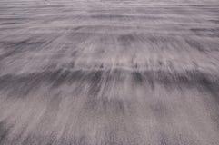 Wellen des Sandes auf einem Strand, der die weichen und empfindlichen Beschaffenheiten schafft lizenzfreie stockfotos