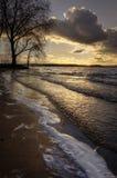 Wellen des Sees an sunset2 Stockfotos