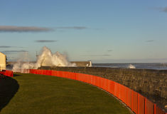 Wellen, die bei Lossiemouth zusammenstoßen. stockfoto