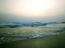 Wellen, die das Ufer, Szene von Kovalam-Strand berühren Eve' s-Strand alias Hawa-Strand stockfoto
