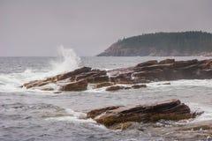 Wellen, die am Donner-Loch zusammenstoßen Stockfotos