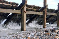 Wellen, die durch den Unterbrecher kommen Stockfoto