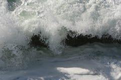 Wellen, die Felsen - Depoe-Bucht, Oregon zerschmettern Lizenzfreie Stockfotografie