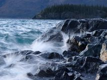 Wellen, die Kluane See-Ufer schlagen Lizenzfreies Stockfoto