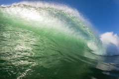 Wellen-Farbe, die hohle Energie zerschmettert Stockfotografie