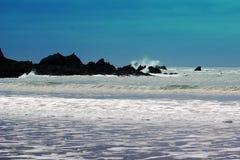 Wellen, Felsen und Spray Lizenzfreies Stockbild