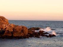 Wellen am frühen Morgen lizenzfreies stockbild