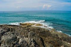 Wellen im Ozean, der Wellen Andaman Phuket Thailand spritzt Stockbild