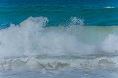 Wellen im Ozean, der Wellen Andaman Phuket Thailand spritzt Stockbilder