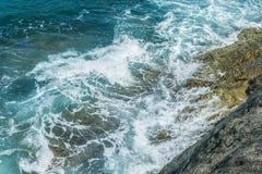 Wellen im Ozean, der Wellen Andaman Phuket Thailand spritzt Stockfotografie