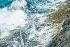 Wellen im Ozean, der Wellen Andaman Phuket Thailand spritzt Lizenzfreies Stockbild