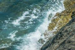 Wellen im Ozean, der Wellen Andaman Phuket Thailand spritzt Lizenzfreie Stockbilder