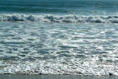 Wellen im Strand stockfotos