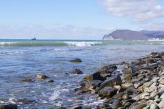 Wellen am Ufer Lizenzfreie Stockfotos