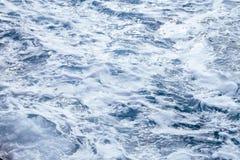 Wellen und Blasen Stockfotografie