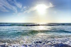 Wellen und Himmel Stockbild