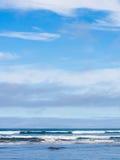 Wellen und Himmel Stockfotografie