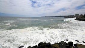 Wellen in Vina del Mar, Chile stock footage