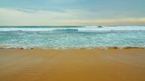 Wellen vom Indischen Ozean stock video