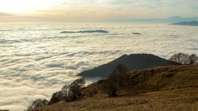 Wellen von Wolken stock footage