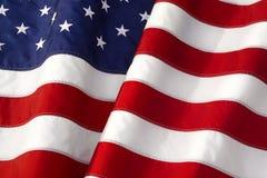 Wellenartig bewegende amerikanische Flagge stockfotografie