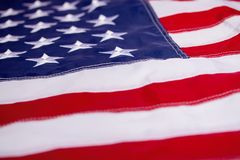 Wellenartig bewegende amerikanische Flagge lizenzfreies stockfoto