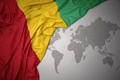 Wellenartig bewegende bunte Staatsflagge der Guine stock abbildung