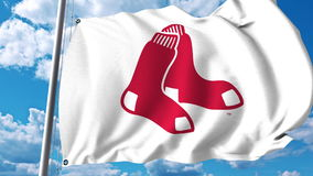 Wellenartig bewegende Flagge mit Boston- Red Soxberufsteamlogo Redaktionelle Wiedergabe 3D Stockbilder
