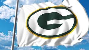 Wellenartig bewegende Flagge mit Green Bay Packers-Berufsteamlogo Redaktionelle Wiedergabe 3D Lizenzfreie Stockfotos