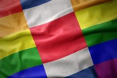 Wellenartig bewegende Flaggenfahne des homosexuellen Stolzes Costa Rica Regenbogens Lizenzfreie Stockbilder