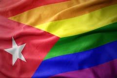Wellenartig bewegende Flaggenfahne des homosexuellen Stolzes Kuba-Regenbogens Stockbild