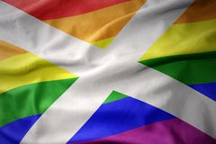 Wellenartig bewegende Flaggenfahne des homosexuellen Stolzes Schottland-Regenbogens Stockfotos
