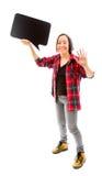 Wellenartig bewegende Hand der jungen Frau mit dem Halten einer leeren Spracheblase Stockbilder