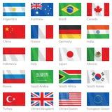 Wellenartig bewegende Markierungsfahnen der Länder G-20 Stockbild