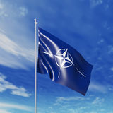 Wellenartig bewegende NATO-Flagge Lizenzfreies Stockfoto