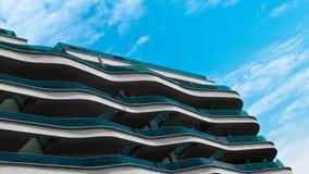 Wellenartig bewegender Balkon Stockfotos