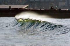 Wellenbrechen lizenzfreie stockfotos