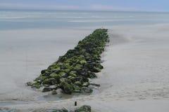Wellenbrecher in Atlantik nahe Berk-sur Mer Lizenzfreie Stockfotos