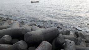 Wellenbrecher bei Haji Ali Creek, Mumbai Indien Lizenzfreies Stockbild