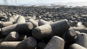 Wellenbrecher bei Haji Ali Creek, Mumbai Indien Stockbilder