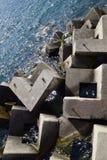 Wellenbrecher der rechteckigen Steinzahlen Lizenzfreie Stockfotos