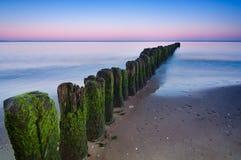Wellenbrecher-Sonnenuntergang Lizenzfreies Stockfoto