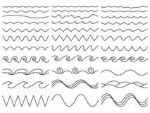 Wellenförmige Zeilen Wiggly Grenze, gebogene Seewelle und nahtloser türmender Meereswogevektorillustrationssatz vektor abbildung