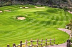Wellenförmiges grünes Golffeld Lizenzfreie Stockfotos