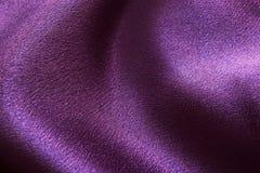 Wellenförmiges malvenfarbenes Gewebe Stockbild