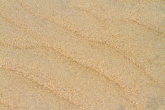 Wellenmuster auf dem Sand Stockbilder