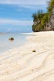 Wellenmuster des Sandes auf dem Strand in Guam Stockfotos