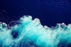 Wellenozean-Wasserhintergrund Stockfoto